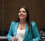 A menos de un año de asumir cae vicepresidenta de Ecuador
