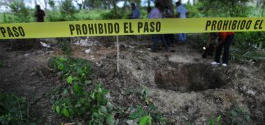 Hallan 113 cuerpos en una fosa en el oeste de México