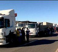 Camioneros brasileños realizan una huelga nacional