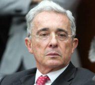 Fiel a su trayectoria, Uribe ensucia el terreno – Por Adrián Fernández
