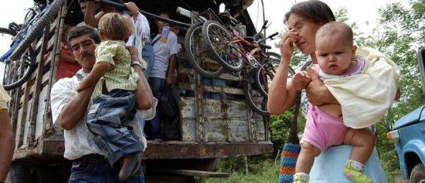 Emigrar o no Emigrar... he ahi el problema?? COLOMBIA-Desplazados-600x259