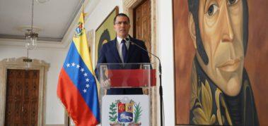 Canciller venezolano rechazó persecuciones en Ecuador