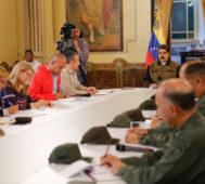 Maduro ordenó más poder al pueblo y ministros en la calle