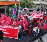 Marcha en rechazo a reformas laborales en Ecuador (Video)