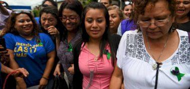 El Salvador: absuelven a joven violada condenada por aborto