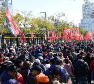 Marcha, acampe social y huelga docente en Argentina
