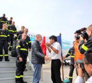Evo Morales recibe bomberos y equipos franceses