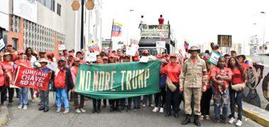 Fotoreportaje I: bolivarianos alzan firmas #NoMoreTrump