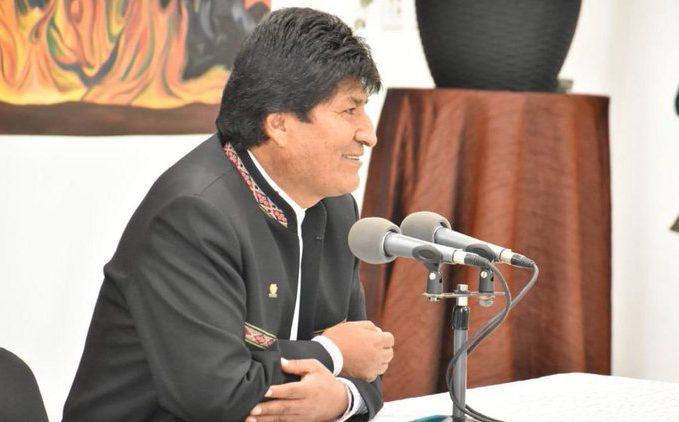 Bolivia: Evo Morales afirma que ganó en primera vuelta