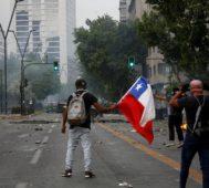 Carabineros reprimen tras tres meses de marchas en Chile