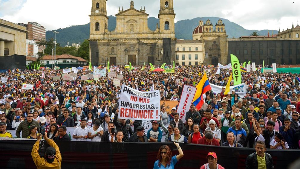 Colombia: multitudinarias marchas y represión policial