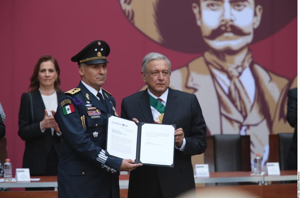 López Obrador asciende al piloto que trasladó a Evo