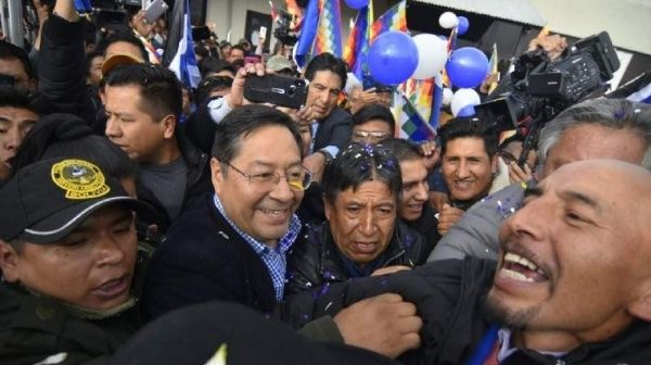 Una multitud y el golpismo reciben a Arce en Bolivia