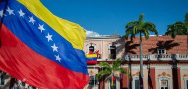 Maduro invita a la ONU y la UE a acompañar el diálogo