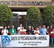 Periodistas paraguayos protestan frente a La Nación