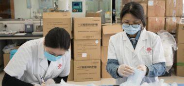 Paraguay recibe más de 27 mil insumos médicos de China