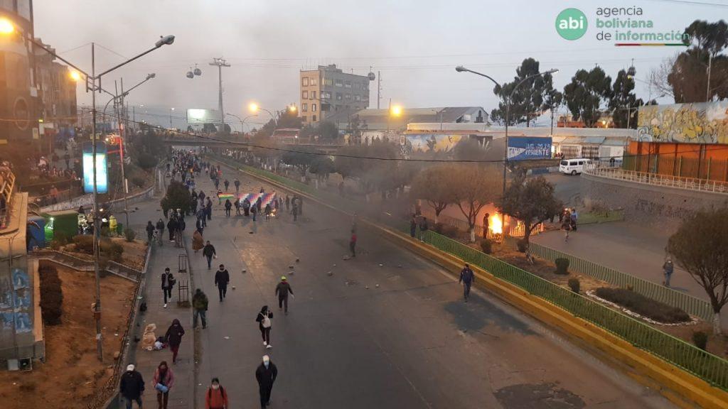 Dictadura boliviana pide paz pero reprime manifestaciones