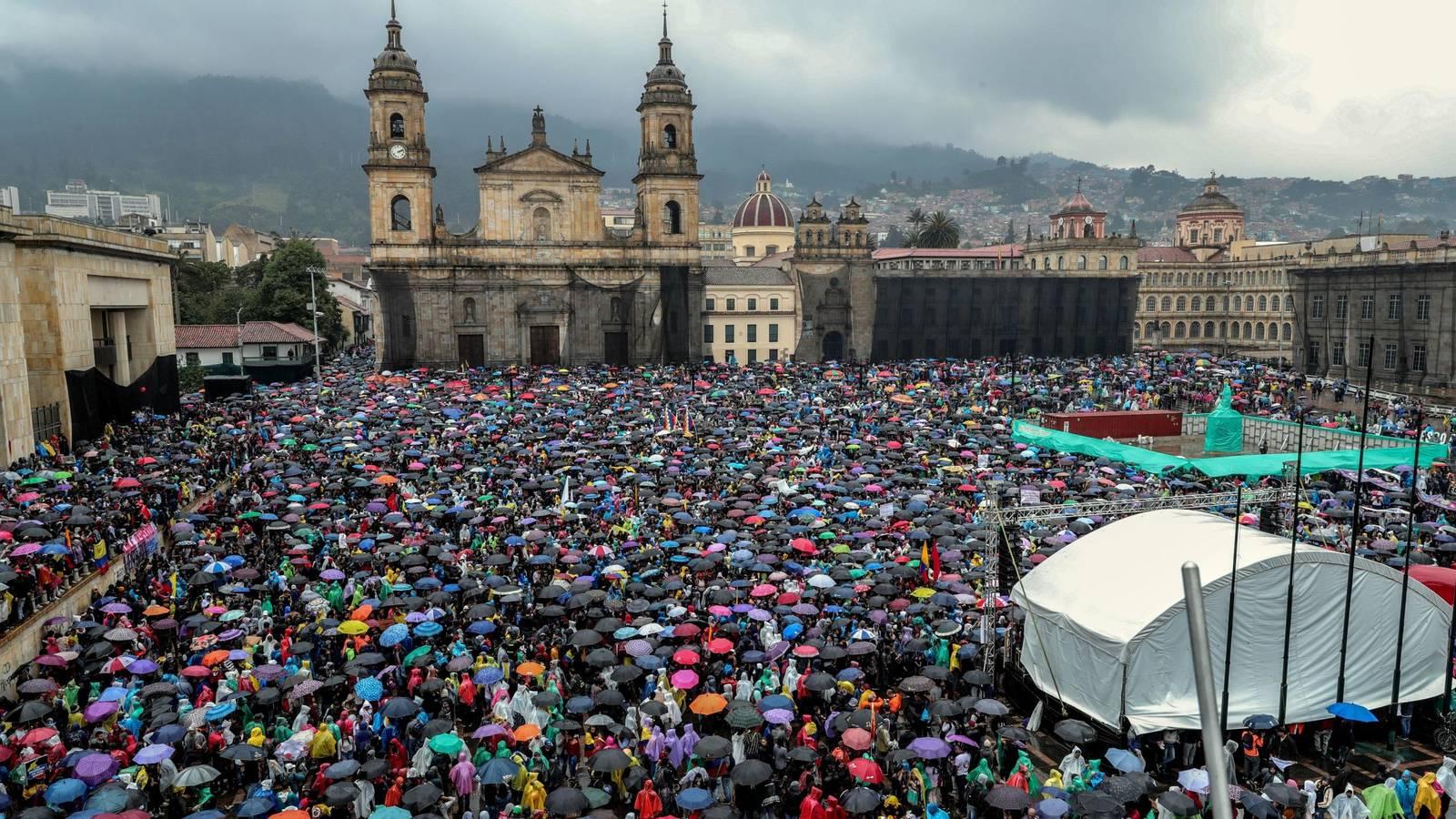 Unidad y resistencia, el único camino en Colombia – Por Maureén Maya