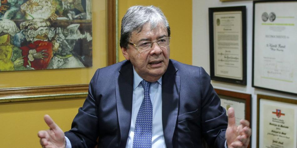 El ministro de la Defensa de Colombia debe renunciar – Por Fernando Alexis Jiménez