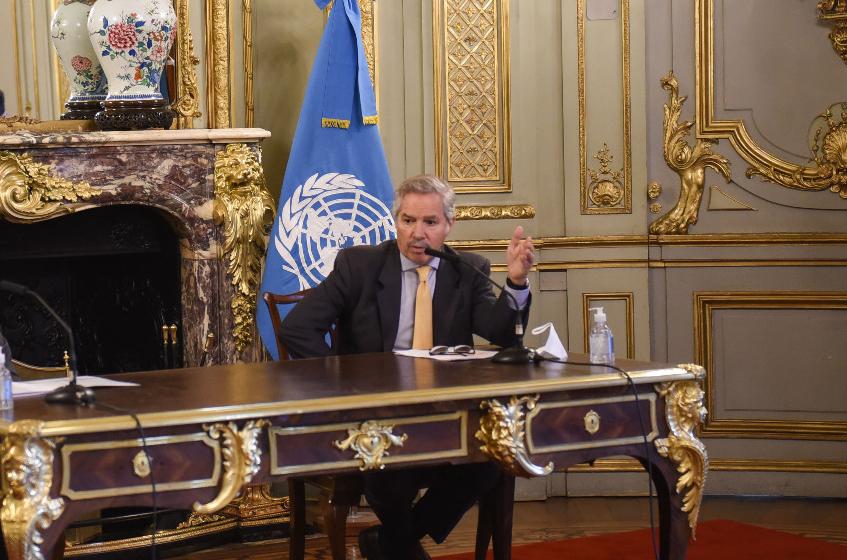 «La OEA debe denunciar golpes, no patrocinarlos»