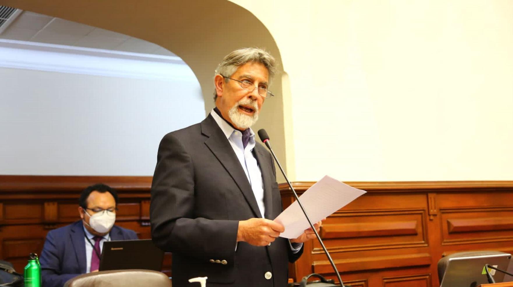 Congreso de Perú elige nuevo presidente interino