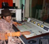 Bolivia: pueblos originarios se suman a educación por radio