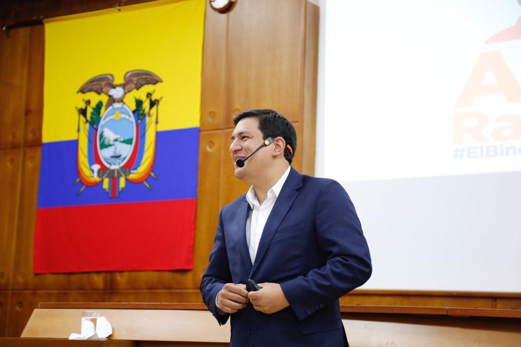 Ecuador: en 14 de 17 sondeos gana Arauz el domingo