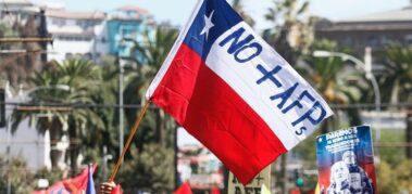 Chilenos podrán retirar 10% de sus fondos previsionales