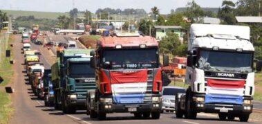 Camioneros paraguayos cumplen un paro general