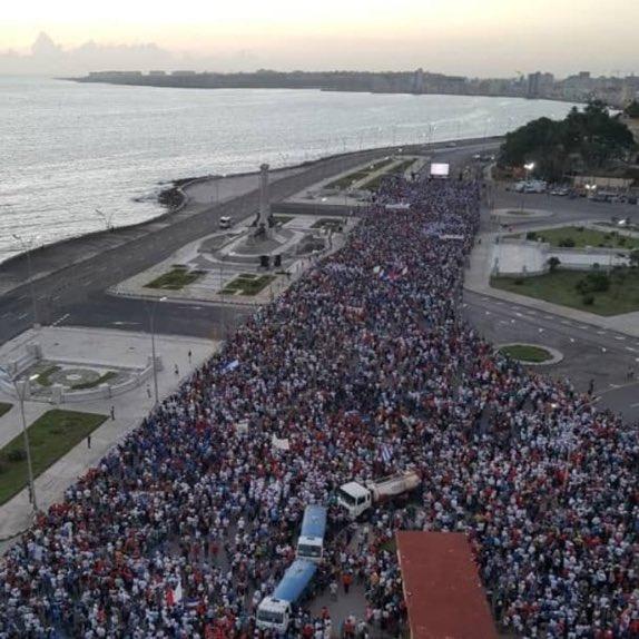 Multitudinaria movilización por la revolución cubana