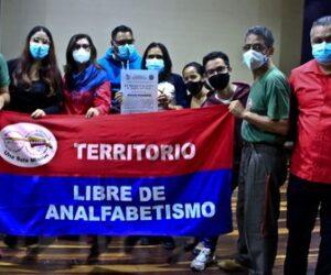 Municipio de Caracas condecoró a escritoras y escritores