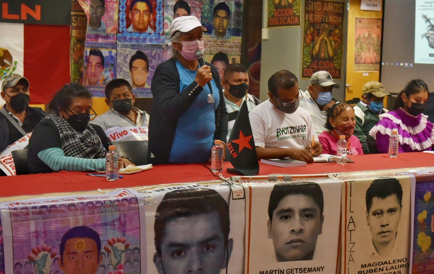 Por los 43 de Ayotzinapa, estudiantes siguen la lucha