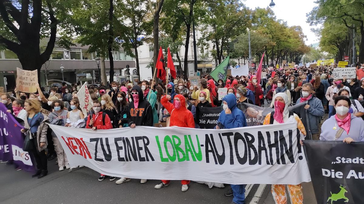 Zapatistas y pueblos de México marcharon en Austria