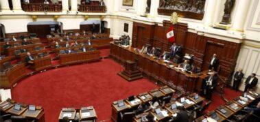Reúnen firmas en Perú para la reforma de la Constitución