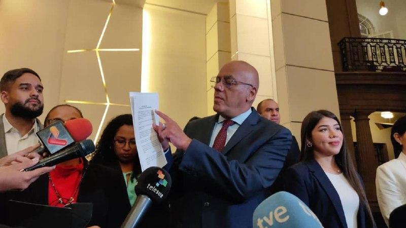 Gobierno venezolano y derecha firman dos acuerdos