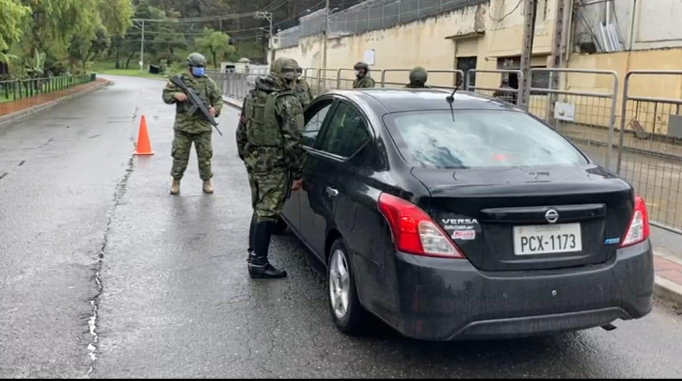 De la mano de Washington, Lasso militariza Ecuador