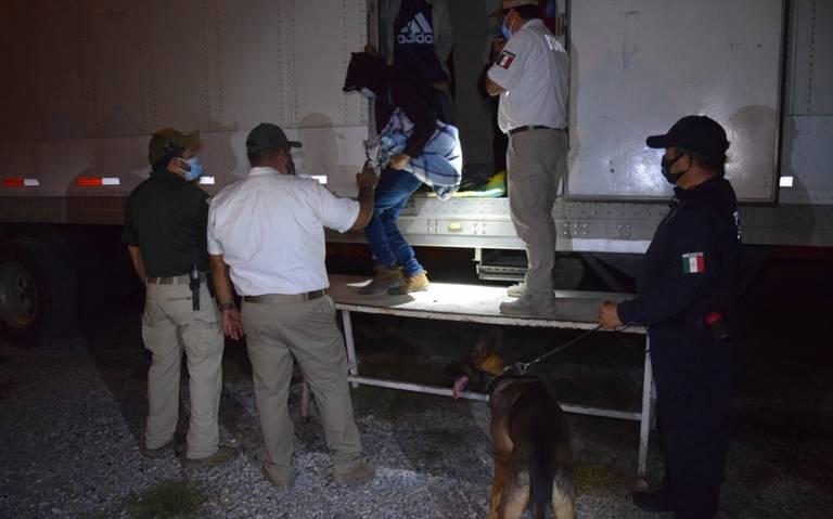 Hallan más de 650 migrantes en camiones en México
